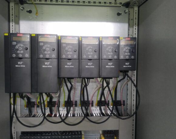 Stacja zasilania i sterowania dla systemu wentylacji linii produkcyjnej (Amcor, Łódź)